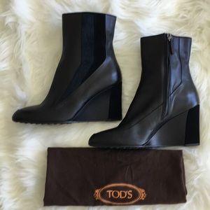 NWOB Tod's Black Leather Wedge